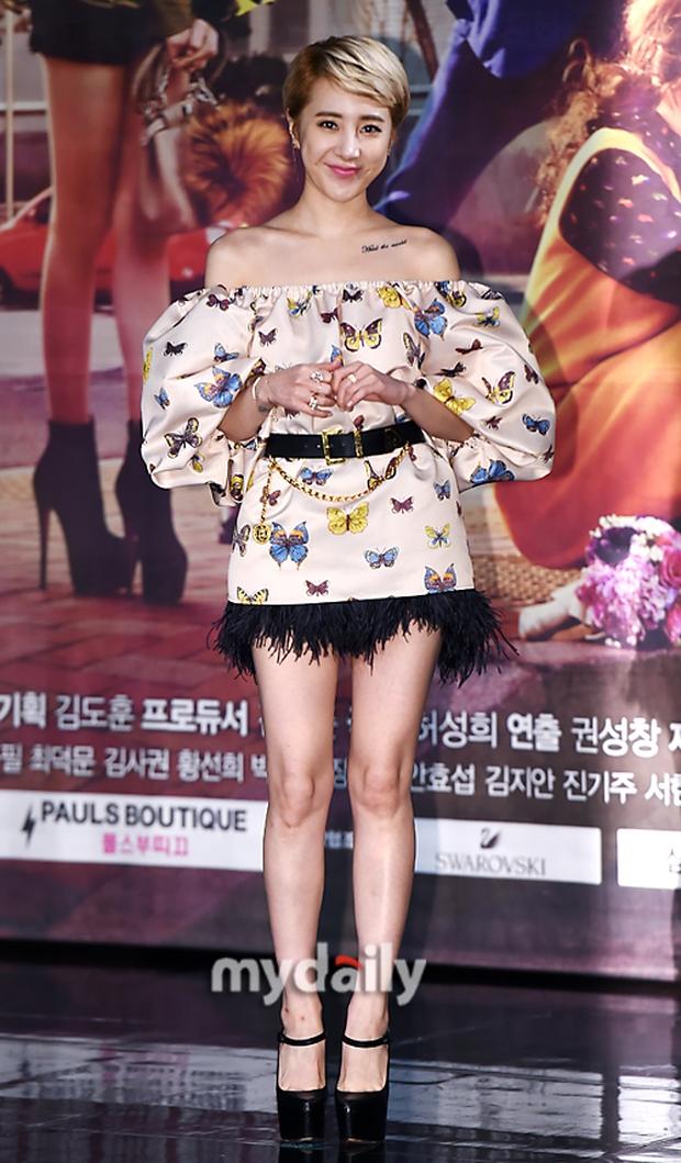 Jang Na Ra đẹp như nữ thần, nắm chặt tay người yêu Soo Young (SNSD) trong sự kiện - Ảnh 13.