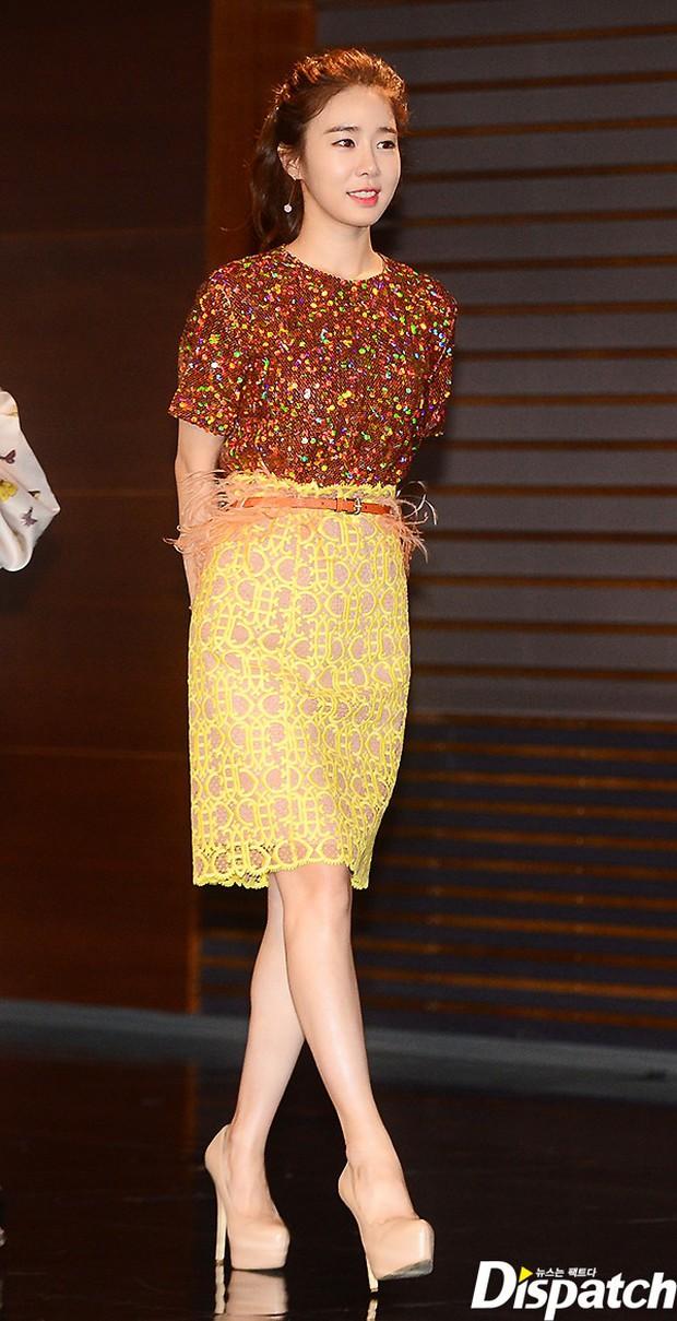 Jang Na Ra đẹp như nữ thần, nắm chặt tay người yêu Soo Young (SNSD) trong sự kiện - Ảnh 8.
