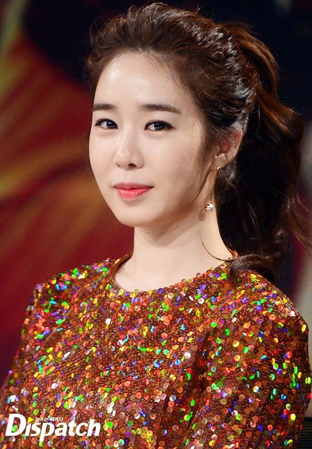 Jang Na Ra đẹp như nữ thần, nắm chặt tay người yêu Soo Young (SNSD) trong sự kiện - Ảnh 11.