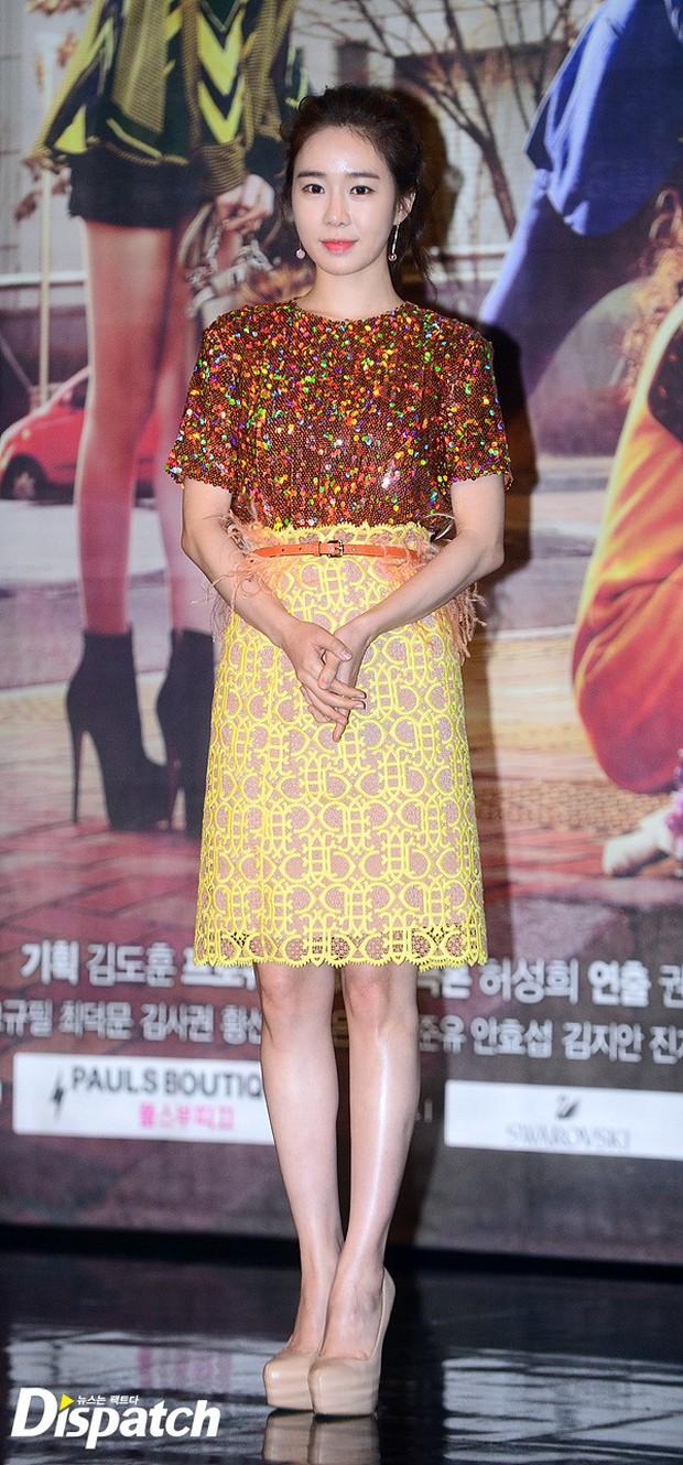 Jang Na Ra đẹp như nữ thần, nắm chặt tay người yêu Soo Young (SNSD) trong sự kiện - Ảnh 9.