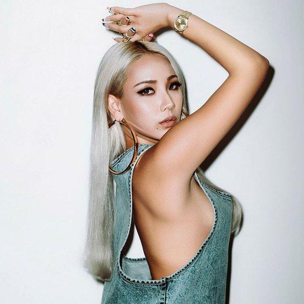CL (2NE1) gây tranh cãi khi tích cực khoe thân, lộ ảnh thác loạn trên mạng - Ảnh 10.