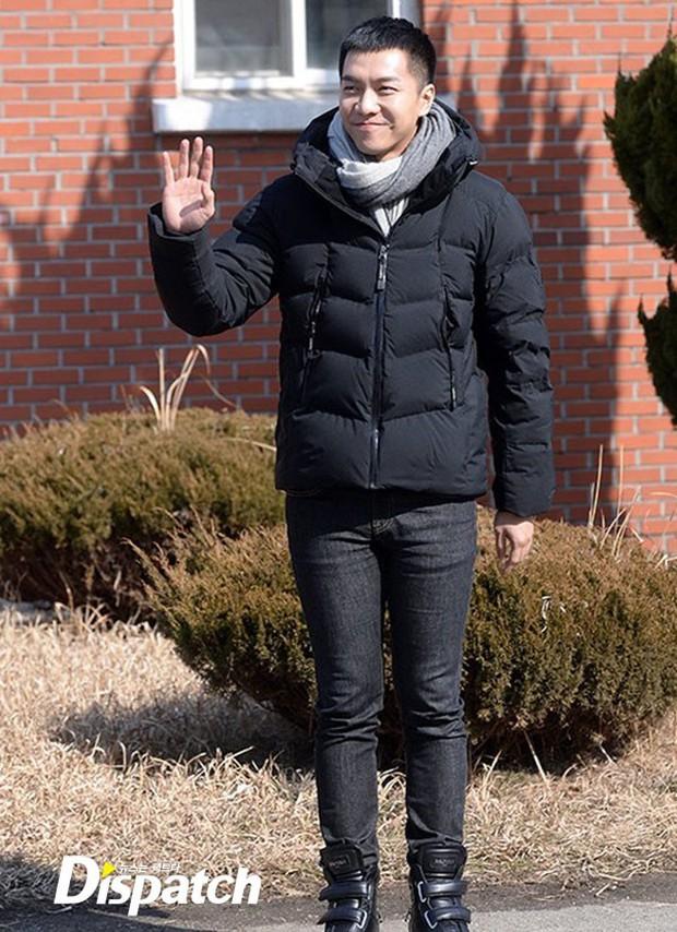 Chàng rể quốc dân Lee Seung Gi tiếp bước loạt thần tượng nhập ngũ muộn của Kpop - Ảnh 2.