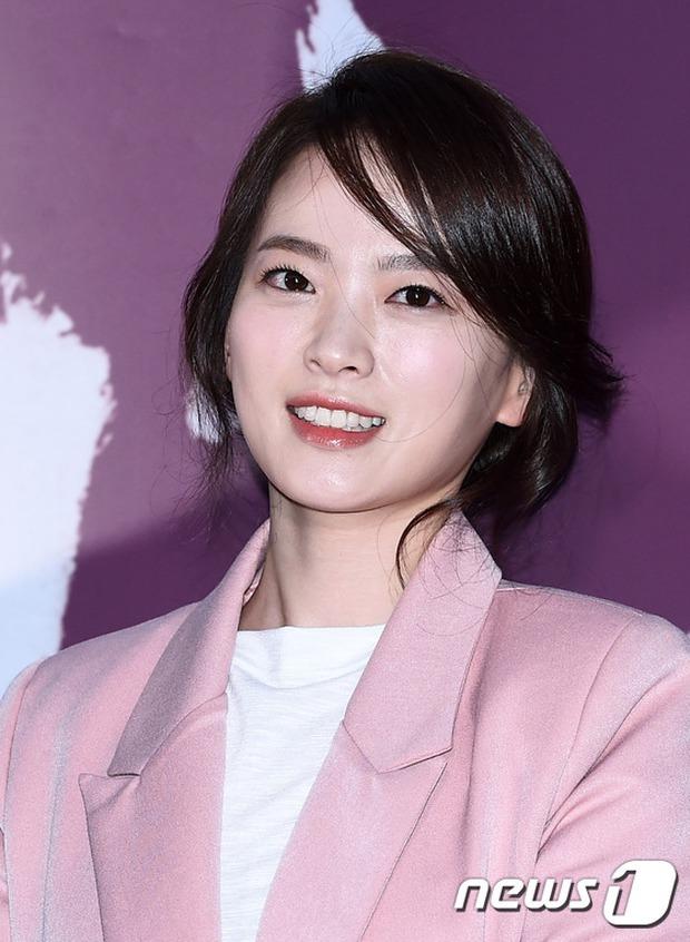 Han Hyo Joo, Park Shin Hye đọ sắc quyến rũ, Phó Sĩ quan Jin Goo lịch lãm tại sự kiện - Ảnh 7.