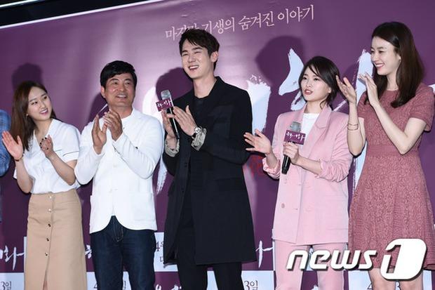 Han Hyo Joo, Park Shin Hye đọ sắc quyến rũ, Phó Sĩ quan Jin Goo lịch lãm tại sự kiện - Ảnh 8.