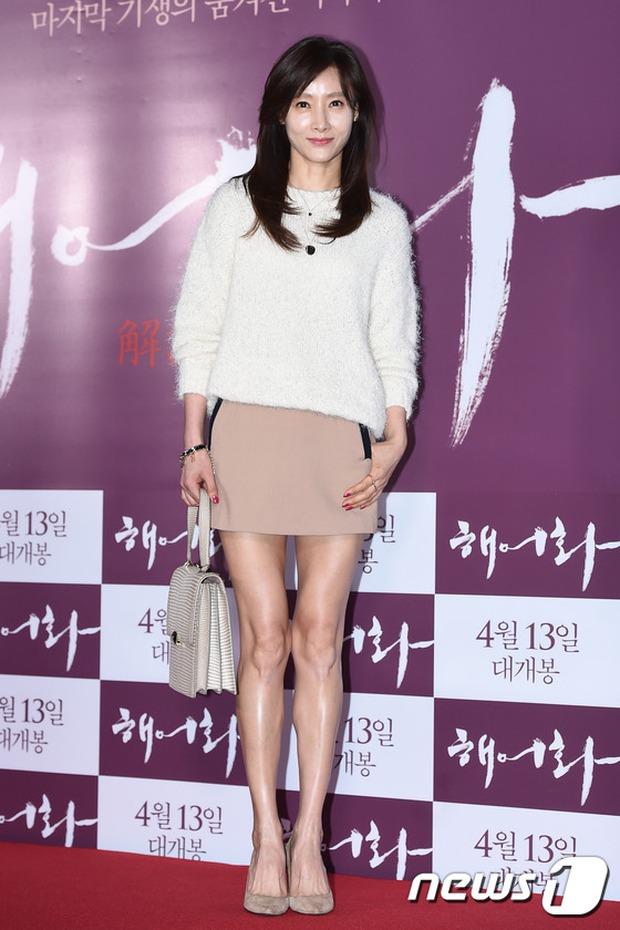 Han Hyo Joo, Park Shin Hye đọ sắc quyến rũ, Phó Sĩ quan Jin Goo lịch lãm tại sự kiện - Ảnh 22.