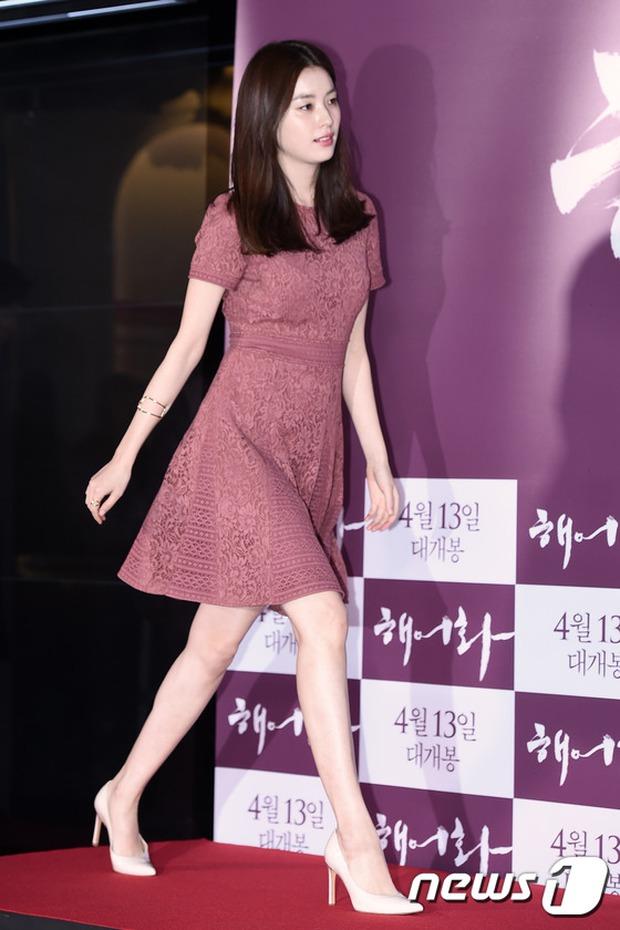 Han Hyo Joo, Park Shin Hye đọ sắc quyến rũ, Phó Sĩ quan Jin Goo lịch lãm tại sự kiện - Ảnh 1.