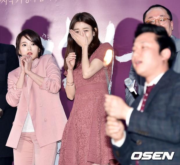 Han Hyo Joo, Park Shin Hye đọ sắc quyến rũ, Phó Sĩ quan Jin Goo lịch lãm tại sự kiện - Ảnh 4.
