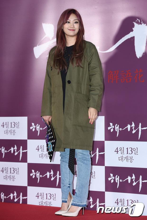 Han Hyo Joo, Park Shin Hye đọ sắc quyến rũ, Phó Sĩ quan Jin Goo lịch lãm tại sự kiện - Ảnh 18.