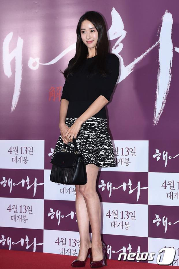 Han Hyo Joo, Park Shin Hye đọ sắc quyến rũ, Phó Sĩ quan Jin Goo lịch lãm tại sự kiện - Ảnh 23.
