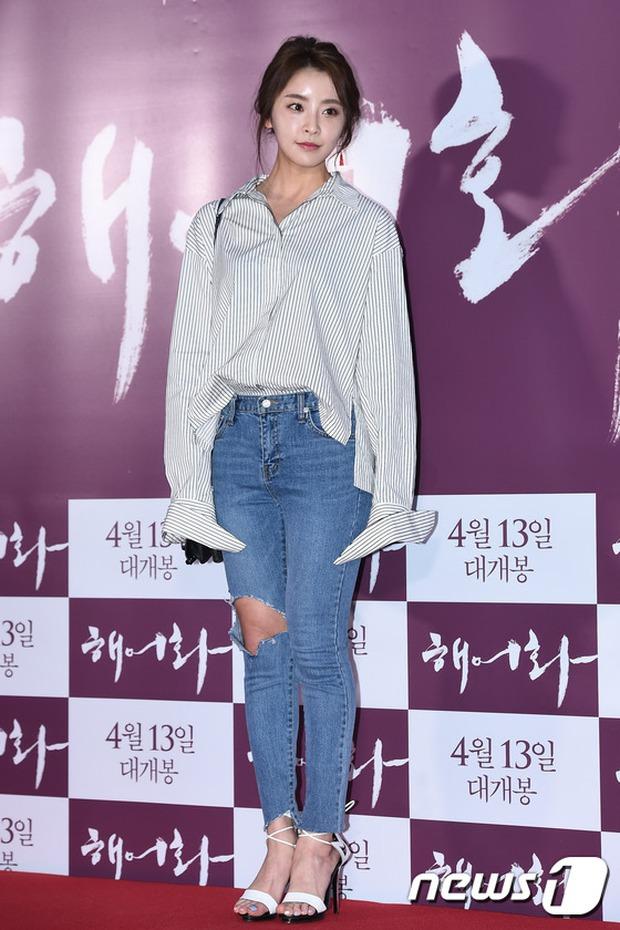 Han Hyo Joo, Park Shin Hye đọ sắc quyến rũ, Phó Sĩ quan Jin Goo lịch lãm tại sự kiện - Ảnh 20.