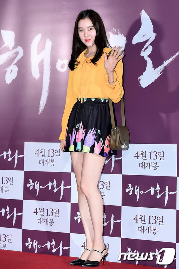 Han Hyo Joo, Park Shin Hye đọ sắc quyến rũ, Phó Sĩ quan Jin Goo lịch lãm tại sự kiện - Ảnh 16.