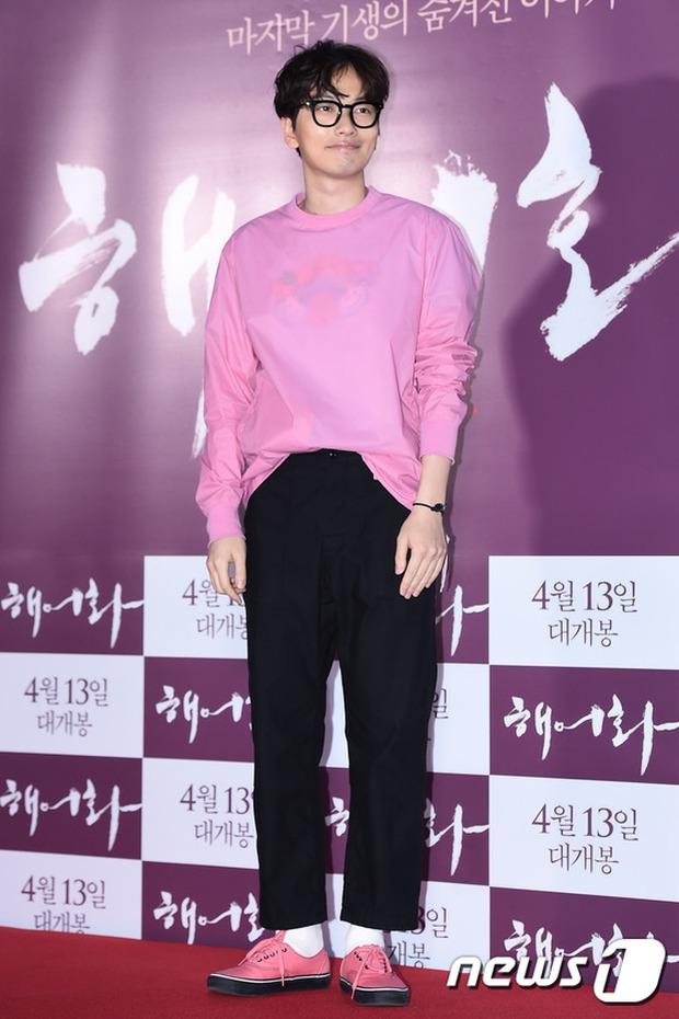 Han Hyo Joo, Park Shin Hye đọ sắc quyến rũ, Phó Sĩ quan Jin Goo lịch lãm tại sự kiện - Ảnh 24.