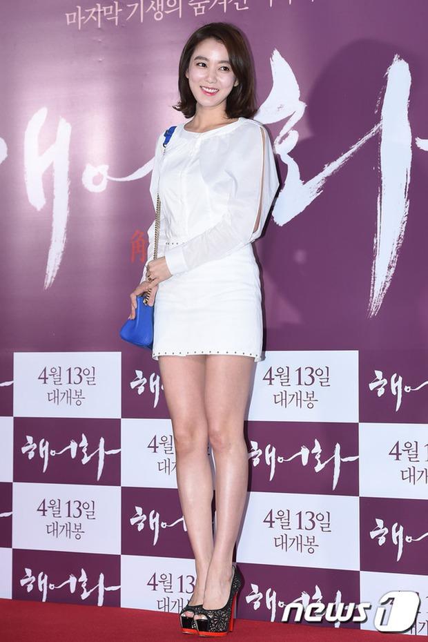 Han Hyo Joo, Park Shin Hye đọ sắc quyến rũ, Phó Sĩ quan Jin Goo lịch lãm tại sự kiện - Ảnh 21.