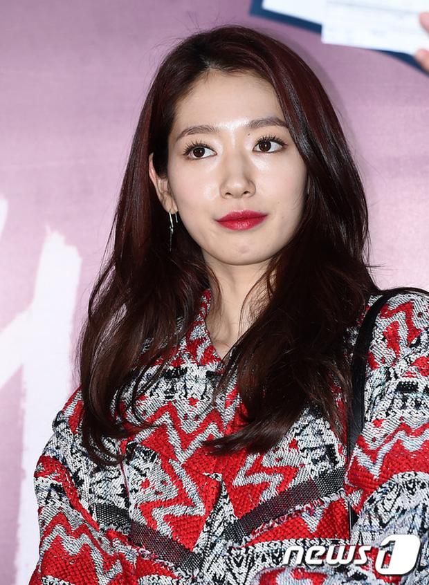 Han Hyo Joo, Park Shin Hye đọ sắc quyến rũ, Phó Sĩ quan Jin Goo lịch lãm tại sự kiện - Ảnh 12.