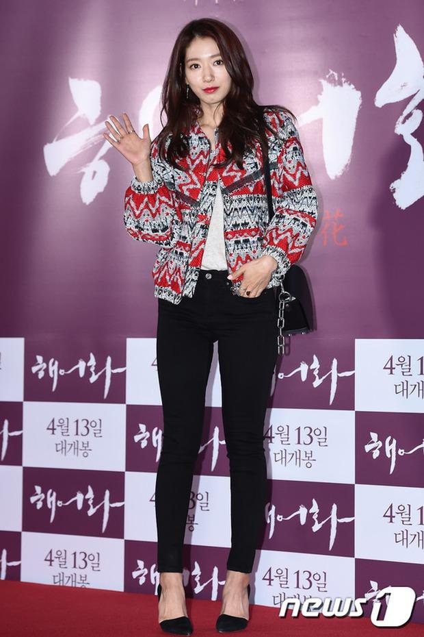 Han Hyo Joo, Park Shin Hye đọ sắc quyến rũ, Phó Sĩ quan Jin Goo lịch lãm tại sự kiện - Ảnh 10.