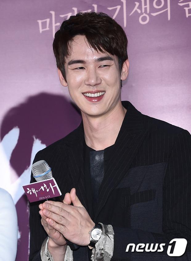 Han Hyo Joo, Park Shin Hye đọ sắc quyến rũ, Phó Sĩ quan Jin Goo lịch lãm tại sự kiện - Ảnh 6.