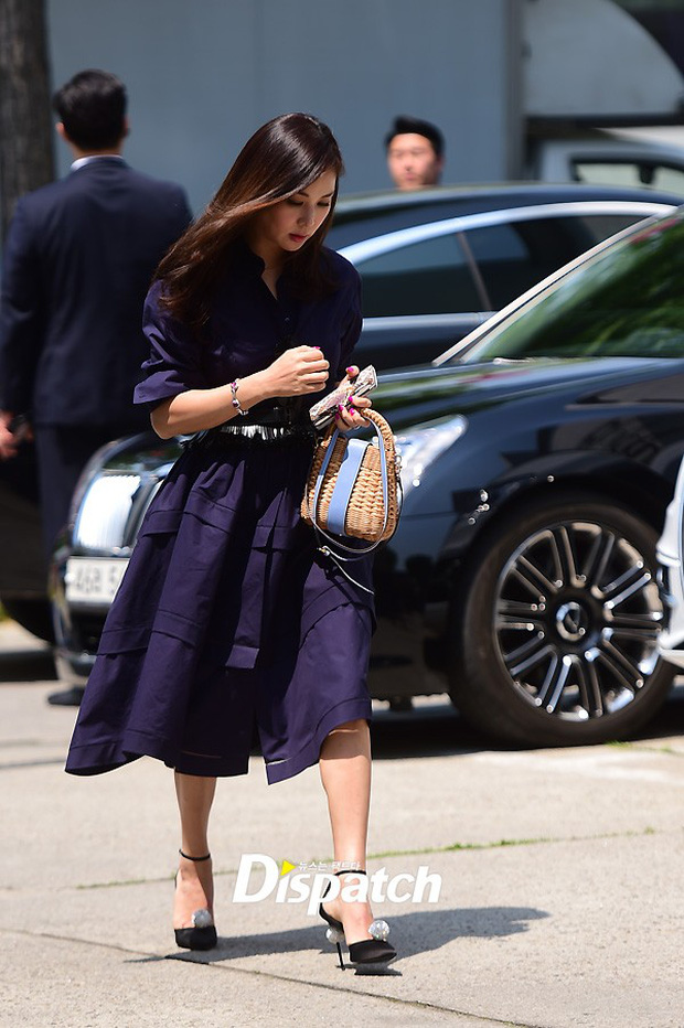 Vợ tài tử Jang Dong Gun đến dự đám cưới nữ diễn viên Chuyện tình Paris cùng con trai tài phiệt - Ảnh 12.