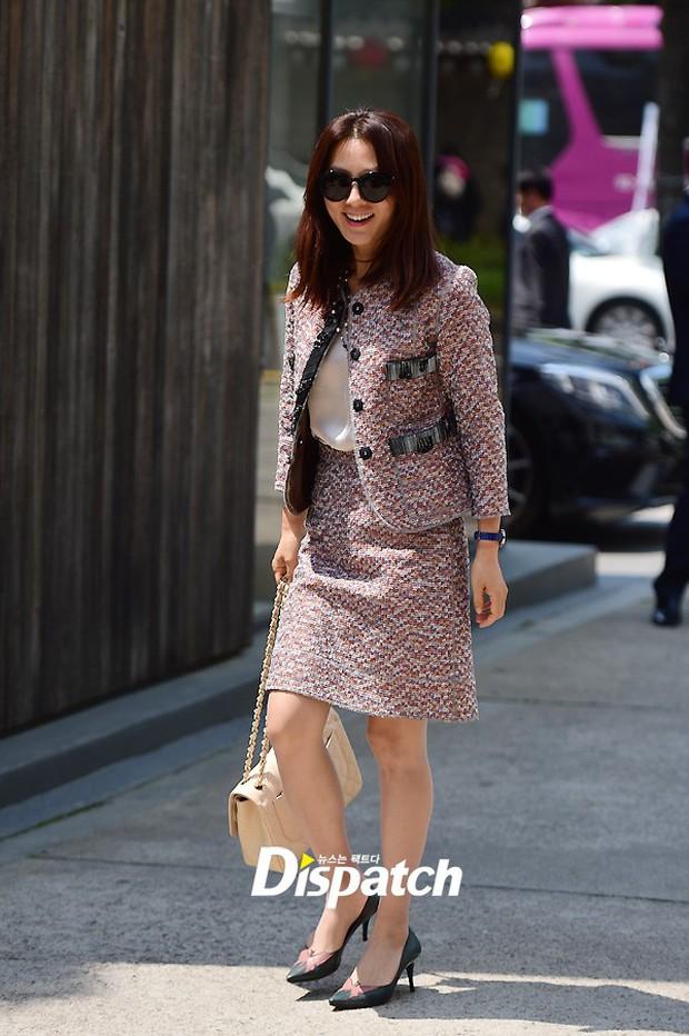 Vợ tài tử Jang Dong Gun đến dự đám cưới nữ diễn viên Chuyện tình Paris cùng con trai tài phiệt - Ảnh 18.