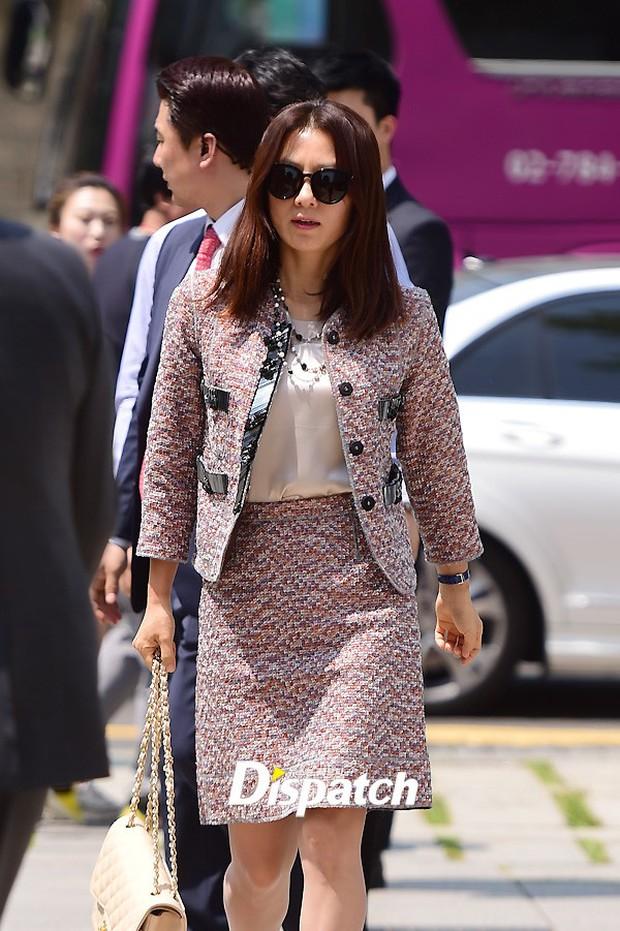 Vợ tài tử Jang Dong Gun đến dự đám cưới nữ diễn viên Chuyện tình Paris cùng con trai tài phiệt - Ảnh 17.