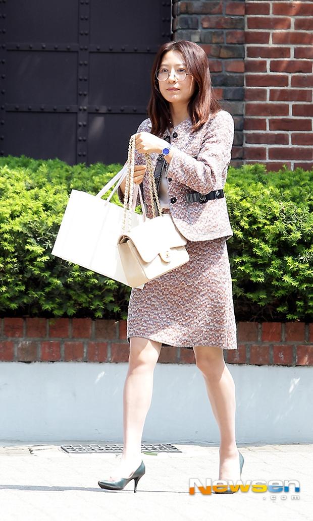 Vợ tài tử Jang Dong Gun đến dự đám cưới nữ diễn viên Chuyện tình Paris cùng con trai tài phiệt - Ảnh 19.
