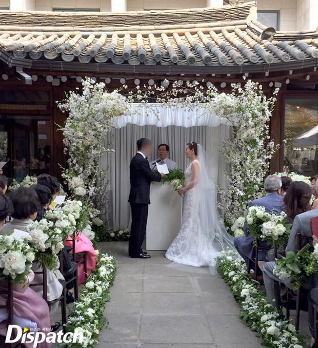 Vợ tài tử Jang Dong Gun đến dự đám cưới nữ diễn viên Chuyện tình Paris cùng con trai tài phiệt - Ảnh 6.