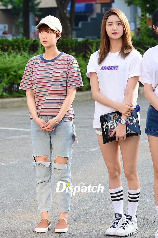 Tiffany (SNSD) cùng Hani (EXID) khoe chân nuột nà trắng ngần trước thềm Music Bank - Ảnh 9.