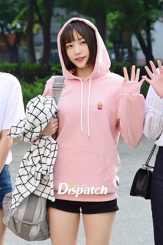 Tiffany (SNSD) cùng Hani (EXID) khoe chân nuột nà trắng ngần trước thềm Music Bank - Ảnh 8.