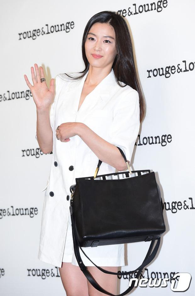 Jeon Ji Hyun dừ và kém sắc hơn đàn chị Nữ hoàng Seondeok trong lần tái xuất chính thức - Ảnh 7.