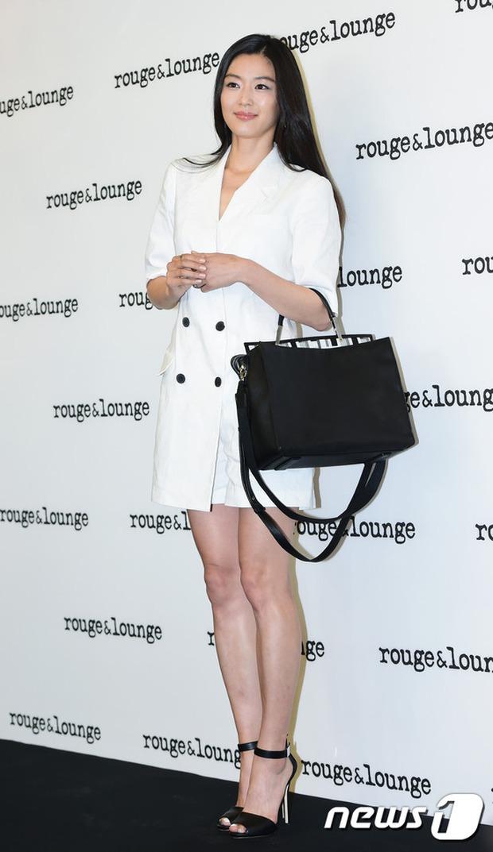 Jeon Ji Hyun dừ và kém sắc hơn đàn chị Nữ hoàng Seondeok trong lần tái xuất chính thức - Ảnh 6.