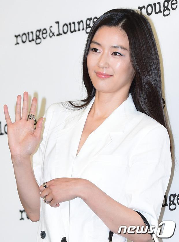 Jeon Ji Hyun dừ và kém sắc hơn đàn chị Nữ hoàng Seondeok trong lần tái xuất chính thức - Ảnh 8.