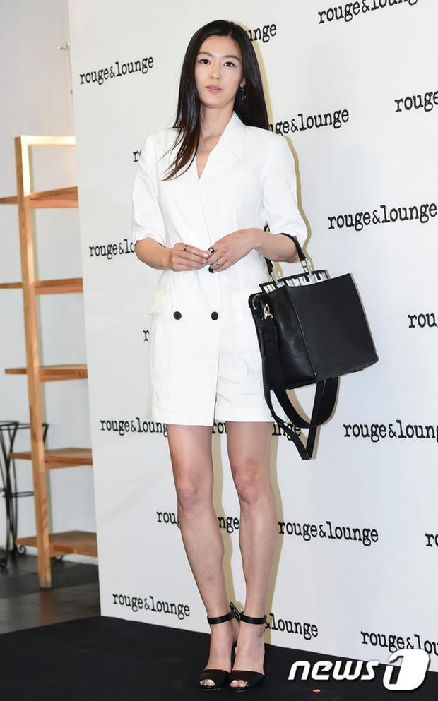 Jeon Ji Hyun dừ và kém sắc hơn đàn chị Nữ hoàng Seondeok trong lần tái xuất chính thức - Ảnh 5.