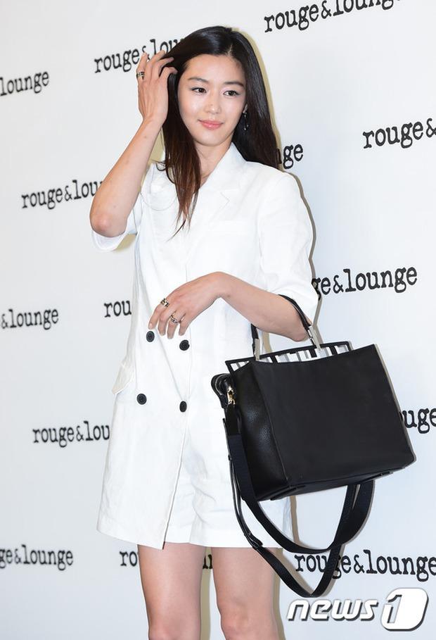 Jeon Ji Hyun dừ và kém sắc hơn đàn chị Nữ hoàng Seondeok trong lần tái xuất chính thức - Ảnh 4.
