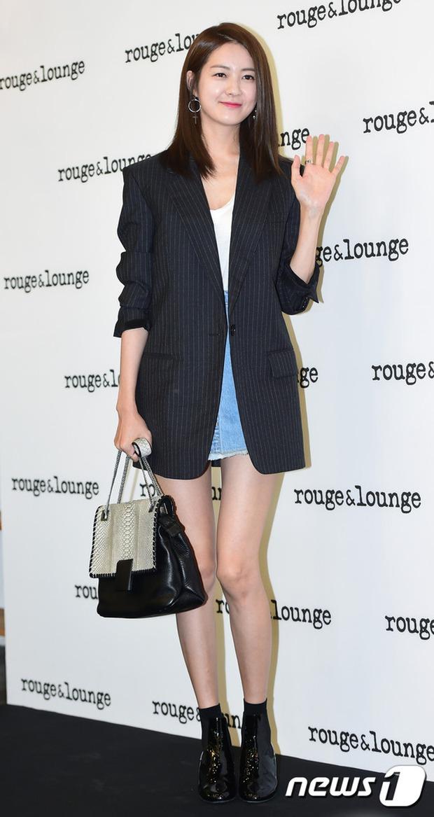 Jeon Ji Hyun dừ và kém sắc hơn đàn chị Nữ hoàng Seondeok trong lần tái xuất chính thức - Ảnh 10.