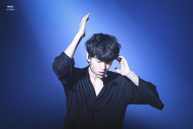 Fan mất cả lít máu khi xem Baekhyun nhảy động tác 19+ - Ảnh 4.