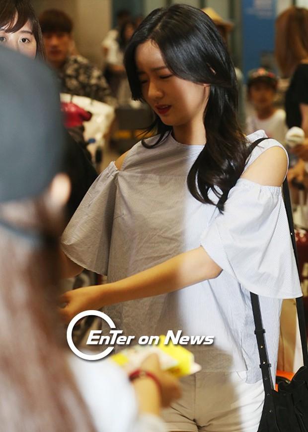 Yoona (SNSD) thả dáng sang chảnh, IU bị tố làm mũi khi xuất hiện tại sân bay - Ảnh 11.