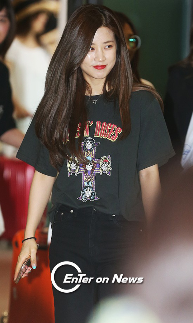 Yoona (SNSD) thả dáng sang chảnh, IU bị tố làm mũi khi xuất hiện tại sân bay - Ảnh 10.