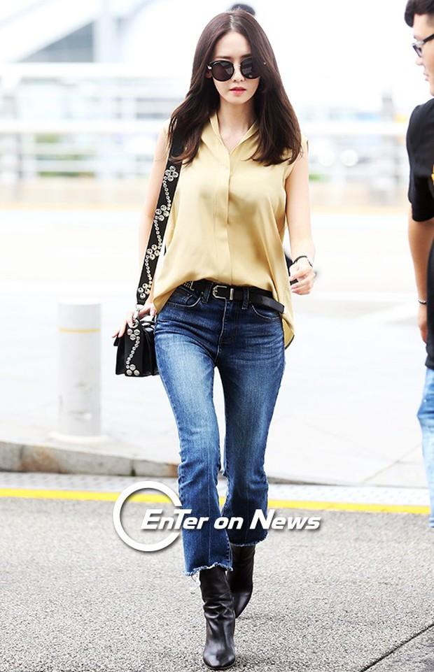 Yoona (SNSD) thả dáng sang chảnh, IU bị tố làm mũi khi xuất hiện tại sân bay - Ảnh 4.