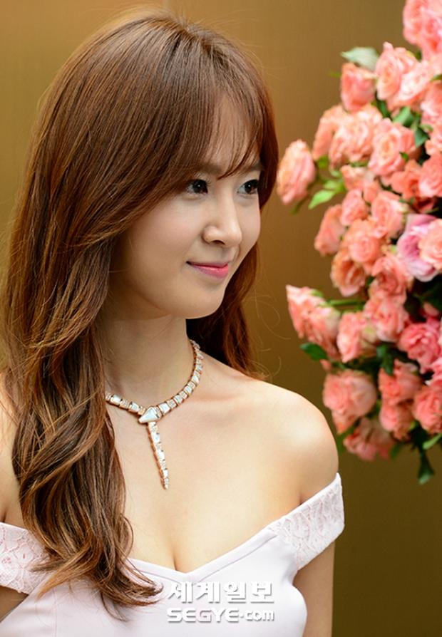 Yuri (SNSD) được dân tình khen nức nở khi khoe thân hình không đùa được đâu tại sự kiện - Ảnh 11.