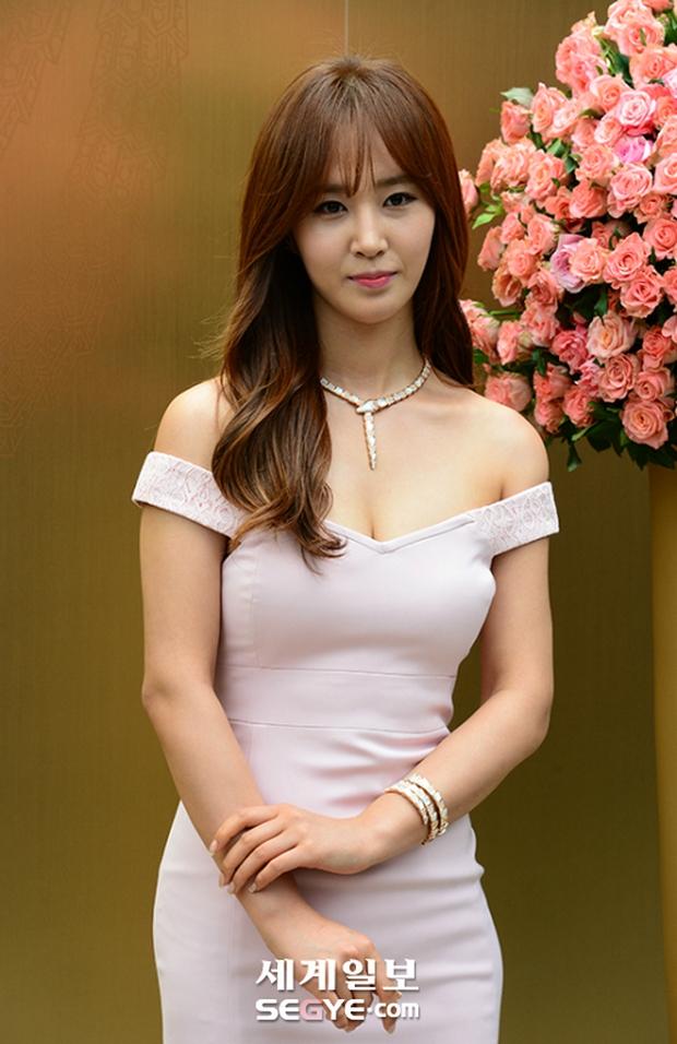 Yuri (SNSD) được dân tình khen nức nở khi khoe thân hình không đùa được đâu tại sự kiện - Ảnh 5.
