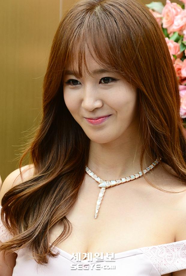 Yuri (SNSD) được dân tình khen nức nở khi khoe thân hình không đùa được đâu tại sự kiện - Ảnh 10.
