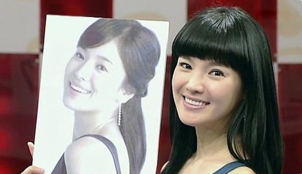 Bản sao hoàn hảo của Song Hye Kyo bị chê rẻ tiền khi khoe ảnh cho con bú lên mạng - Ảnh 6.
