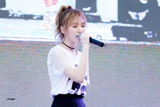 Những lần các ngọc nữ Kpop khiến fan rụng rời vì nhan sắc sân khấu trong năm 2016 - Ảnh 18.