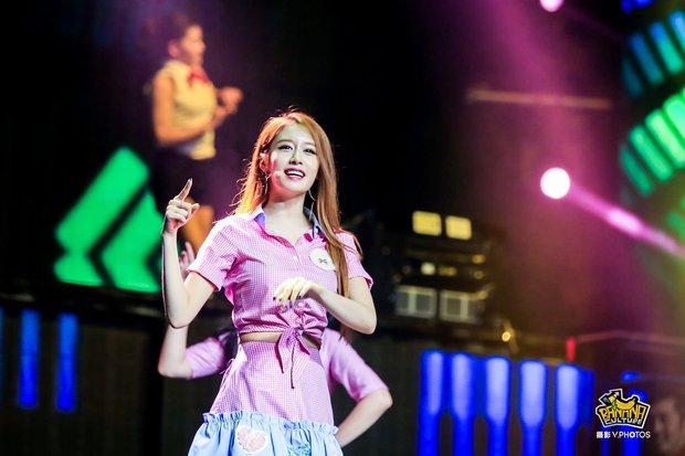 Những lần các ngọc nữ Kpop khiến fan rụng rời vì nhan sắc sân khấu trong năm 2016 - Ảnh 24.