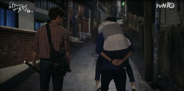 """""""Cheese In The Trap"""": Bấn loạn trước nụ hôn """"hụt"""" trên giường của Park Hae Jin - Ảnh 18."""