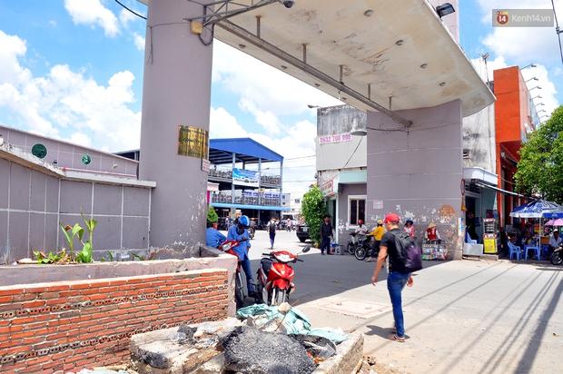 Chuyện lạ Sài Gòn: Mùa mưa về, rủ nhau xây thành lũy chắn trước nhà để... chống ngập - Ảnh 13.