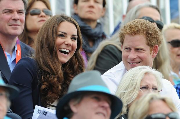 Tình cảm thân thiết đáng kinh ngạc giữa Công nương Kate và Hoàng tử Harry - Ảnh 13.