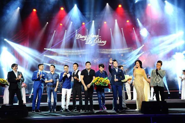 Khán giả xúc động khi trở lại thời Làn sóng xanh trong liveshow nhạc sĩ Việt Anh - Ảnh 1.
