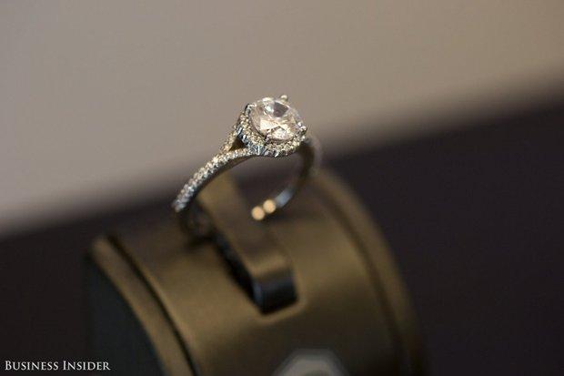 Đột nhập xưởng chế tác kim cương lớn nhất nước Mỹ, nơi mỗi chiếc nhẫn có giá lên tới 66 tỷ đồng - Ảnh 17.