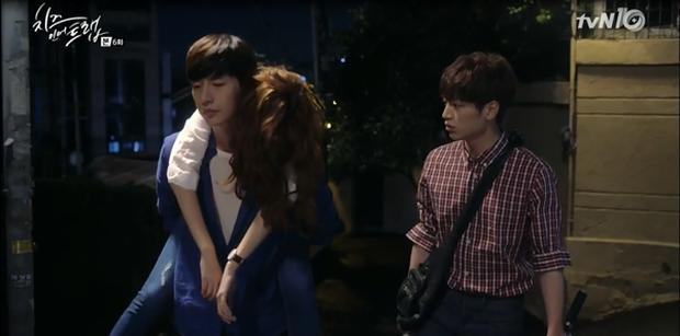 """""""Cheese In The Trap"""": Bấn loạn trước nụ hôn """"hụt"""" trên giường của Park Hae Jin - Ảnh 19."""