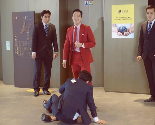 """""""Remember"""": Yoo Seung Ho nghẹn lời khi đã giải oan cho cha thành công - Ảnh 22."""